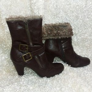 Merona Ankle Boot w/Faux fur lining
